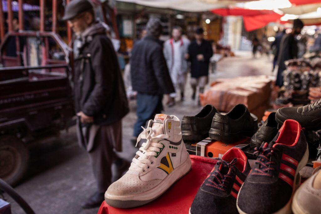 รองเท้า Cheetahs ที่ตลาดในปากีสถาน